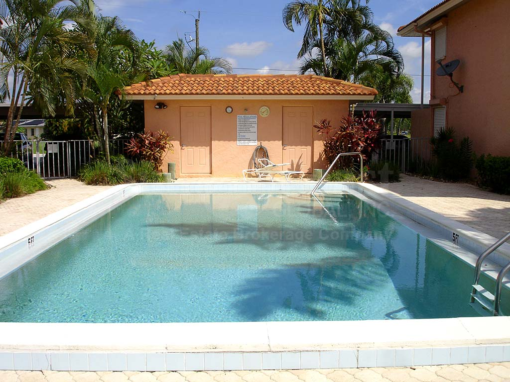 Bimini View Community Pool